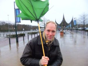 In de regen naar de Efteling - Foto: © Adri van Esch