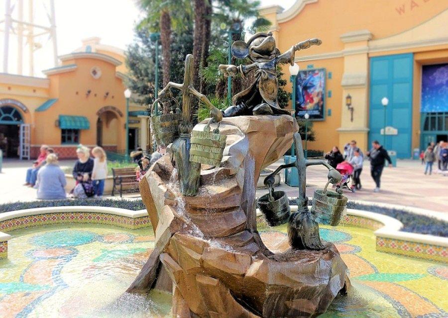 Pleintje in de Front Lot van Walt Disney Studios - Foto: © Adri van Esch