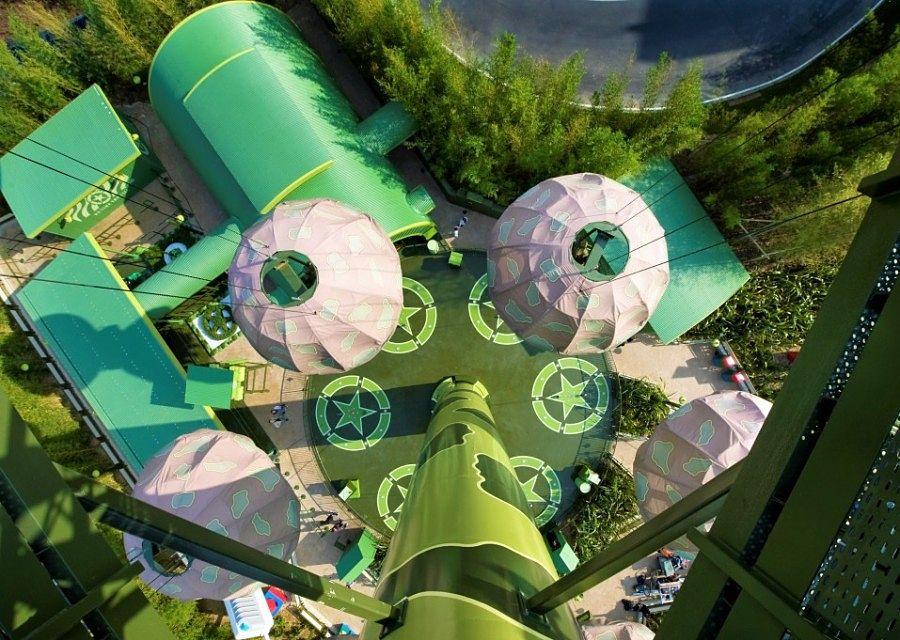 Soldiers Parachute Drop in Toy Story Playland in Walt Disney Studios - Foto: © Disney
