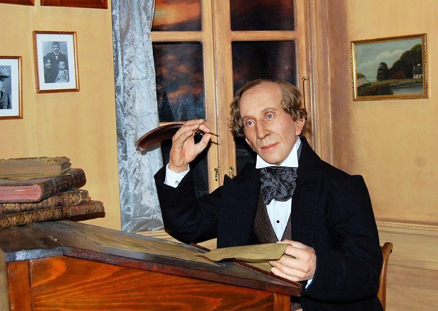 Hans Christian Andersen in Den Flyvende Kuffert in Tivoli - Foto: Simon Verheij