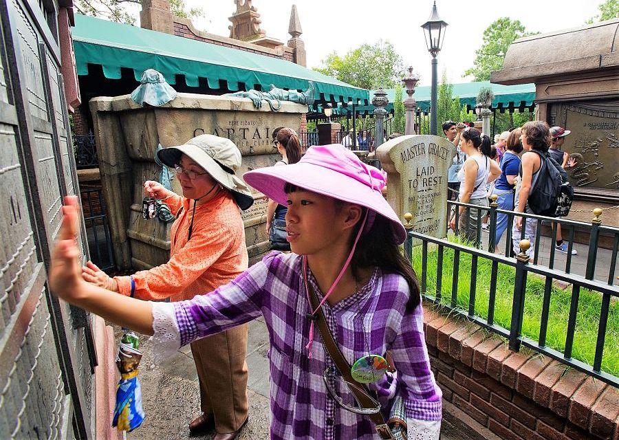 De interactieve wachtrij bij het Haunted Mansion in het Magic Kingdom in Walt Disney World - Foto: Matt Stroshane / Disney