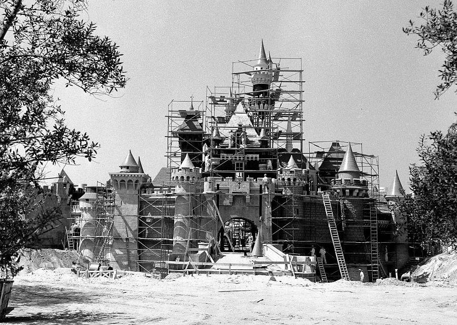 Het kasteel van Disneyland in aanbouw