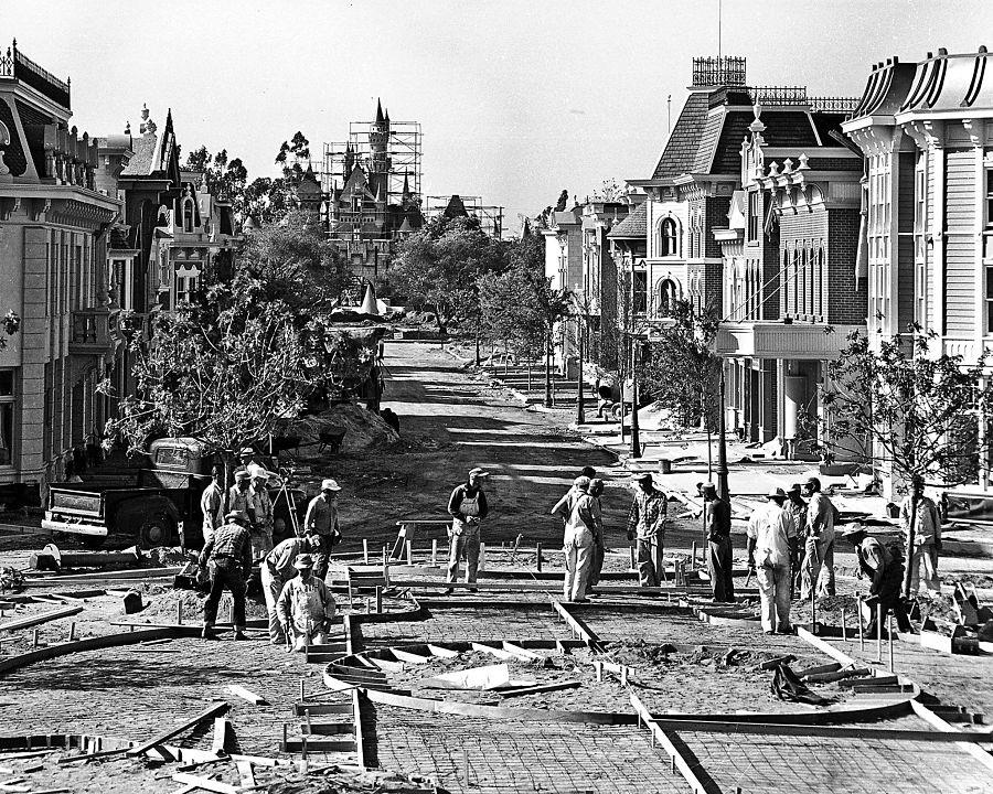 Main Street USA in Disneyland in aanbouw