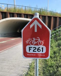 Bewegwijzering langs fietssnelweg F261 – Foto: © Adri van Esch