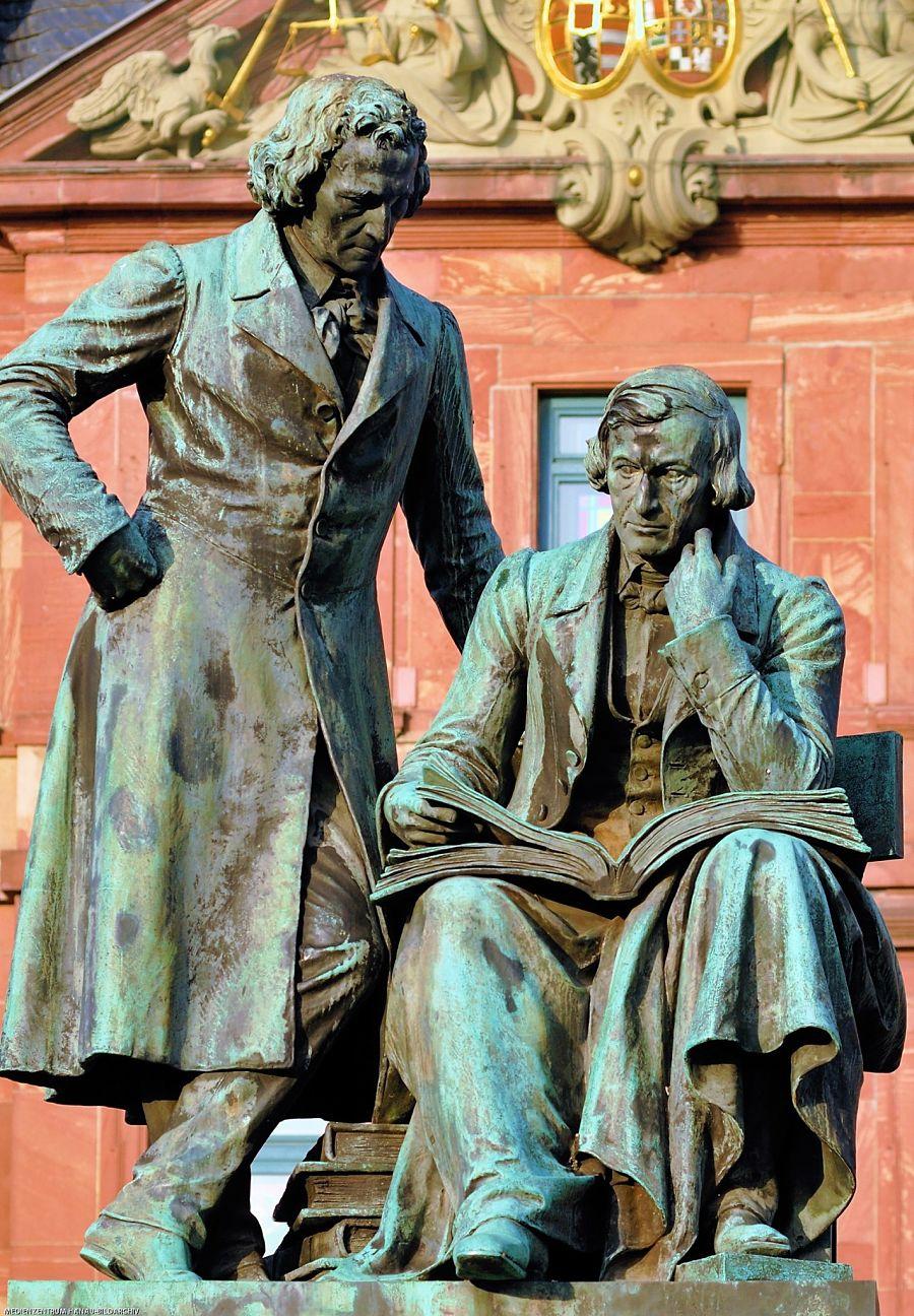 Nationaldenkmal van de broers Grimm in Hanau - Foto: Medienzentrum Hanau Bildarchiv