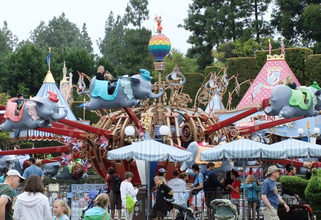 Dumbo The Flying Elephant in Disneyland - © Adri van Esch