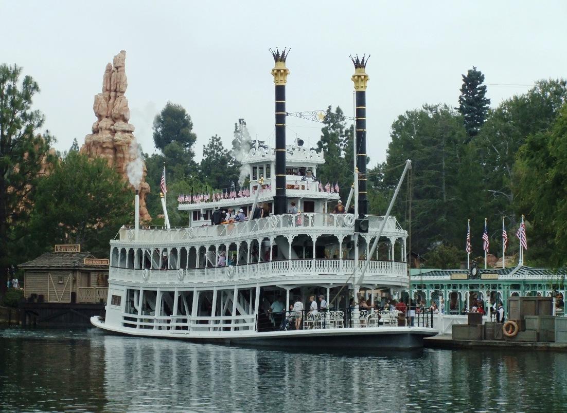 Mark Twain River Boat in Disneyland - © Adri van Esch