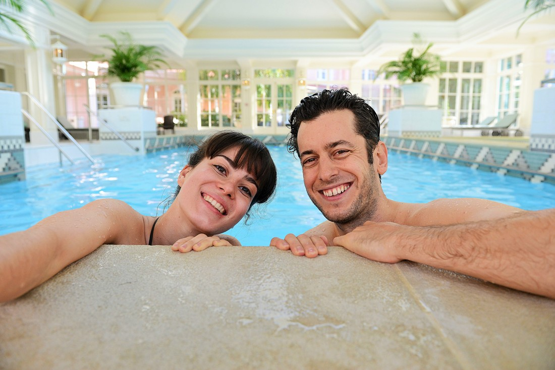Zwembad in het Disneyland Hotel - Foto: (c) Disney