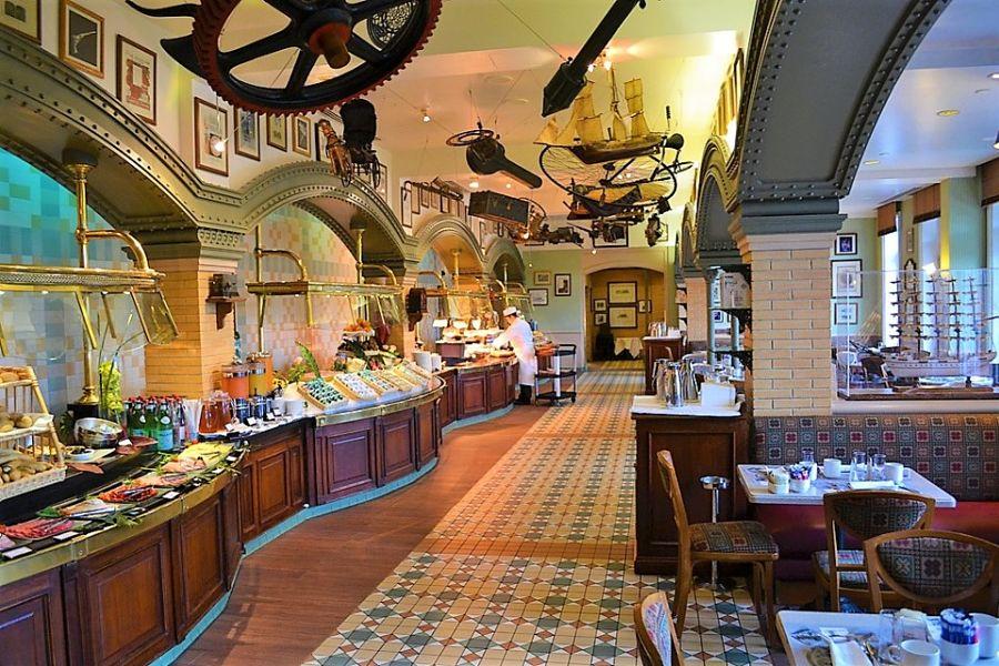 Restaurant Inventions in het Disneyland Hotel - Foto: Loren Javier (Flickr cc)
