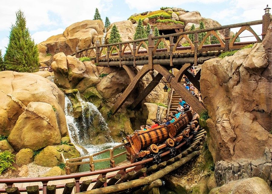 Seven Dwarfs Mine Train in het Magic Kingdom in Walt Disney World - Foto: Matt Stroshane / Disney