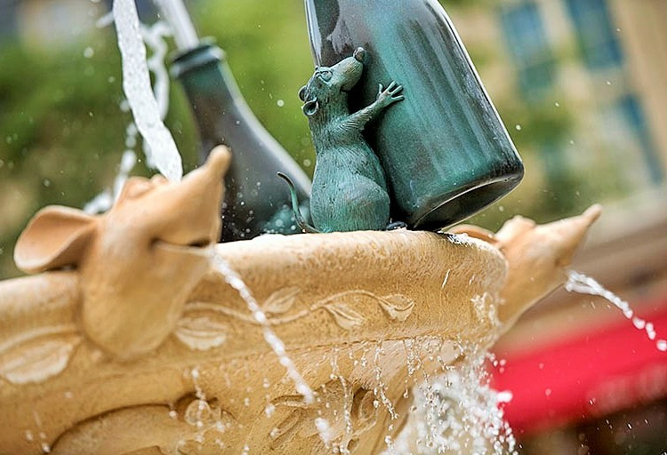 Fontein bij Ratatouille in de Walt Disney Studios - Foto: (c) Disney