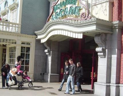 De Discovery Arcade in Disneyland Park Paris - Foto: (c) Parkplanet