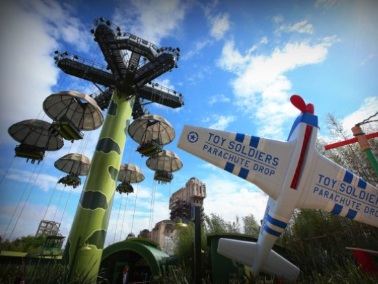 Toy Soldiers Parachute Drop in Toy Story Playland in Walt Disney Studios - Foto: (c) Disney
