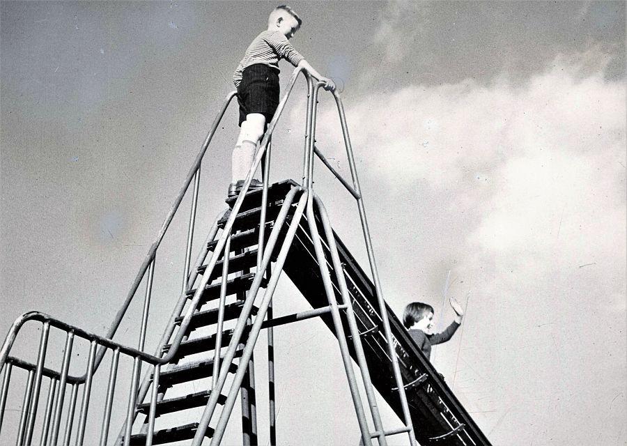 Nostalgie: De grote glijbaan in de speeltuin van de Efteling