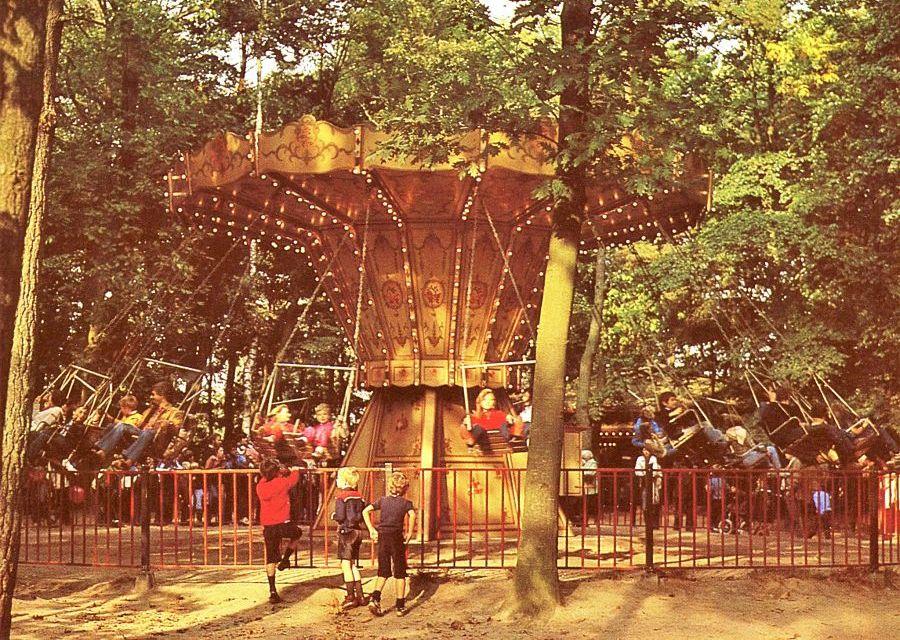 De grote zweefmolen in de oude speeltuin van de Efteling