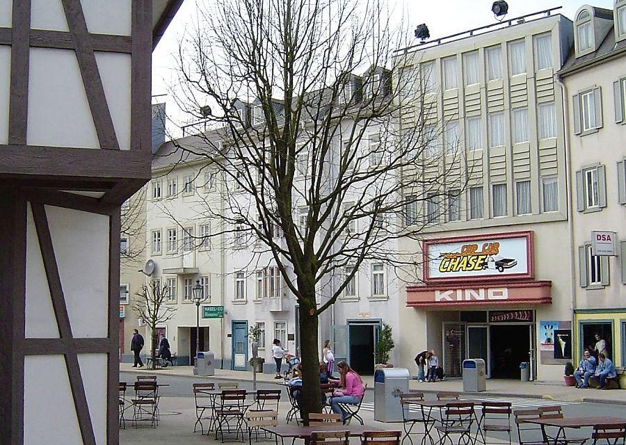 De ingang van achtbaan Cop Car Chase in Movie Park Germany - Foto: © Adri van Esch