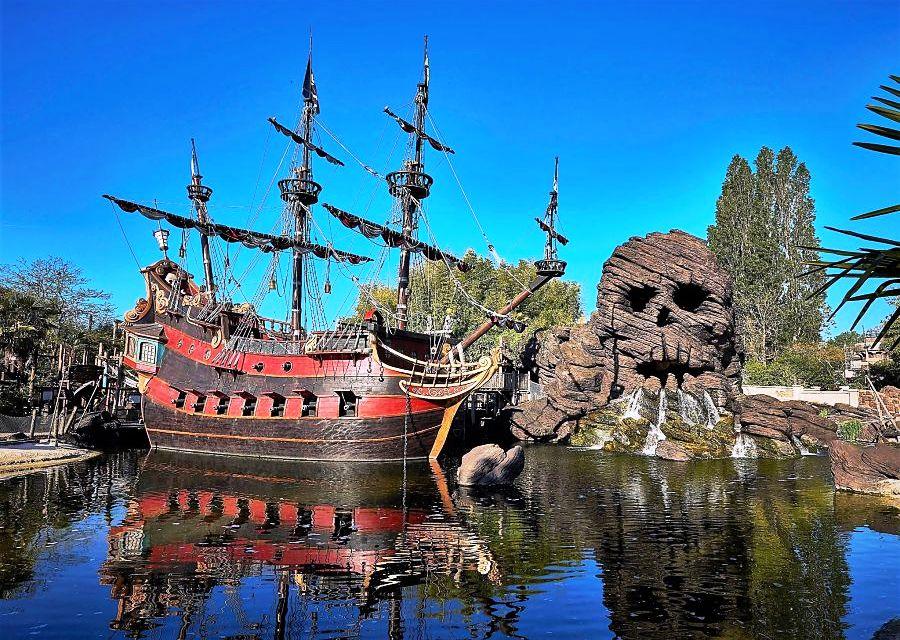 Skull Rock en Pirate Galleon in Disneyland Paris - Foto: © Disney