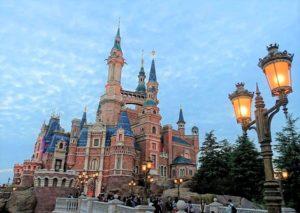 Het kasteel in Shanghai Disneyland - Foto: © Adri van Esch