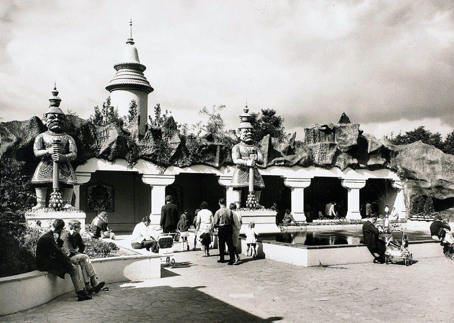 In 1966 opent De Indische Waterlelies in de Efteling