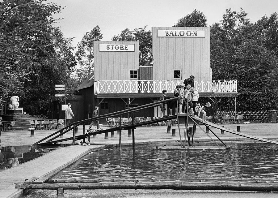 Kinderdorp en Indianendorp op de voormalige Flevohof - Foto: Nationaal Archief, Hans van Dijk / Anefo