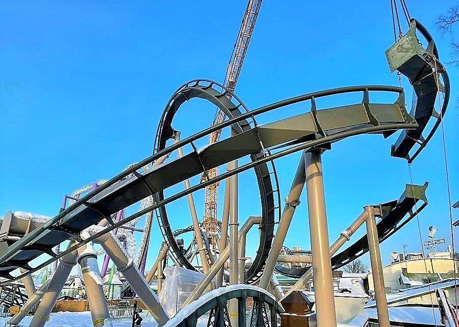 Het laatste trackdeel van Monster in Gröna Lund in Stockholm wordt geplaatst - Foto: Theme Park Review