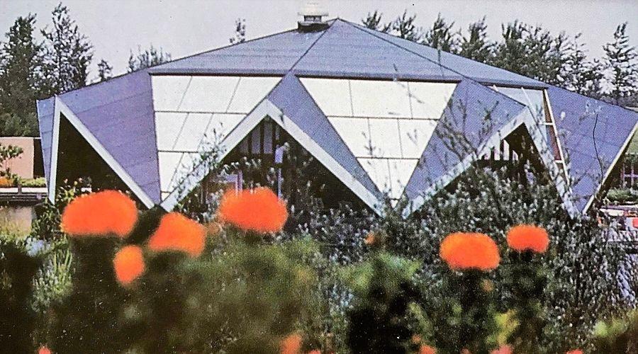 Een expositiepaviljoen in de voormalige Flevohof