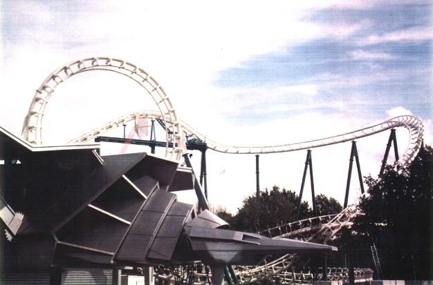 Eerste foto van de loopingachtbaan in Big Bang Schtroumpf (1989)